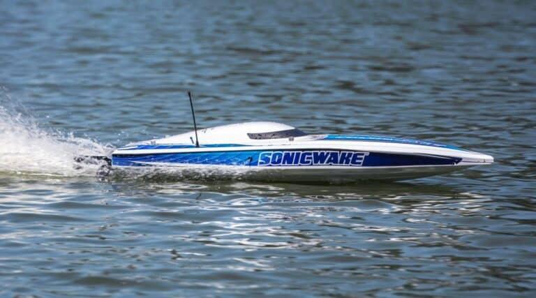 Pro Boat Sonicwake RTR Self-Righting Deep-V Boat